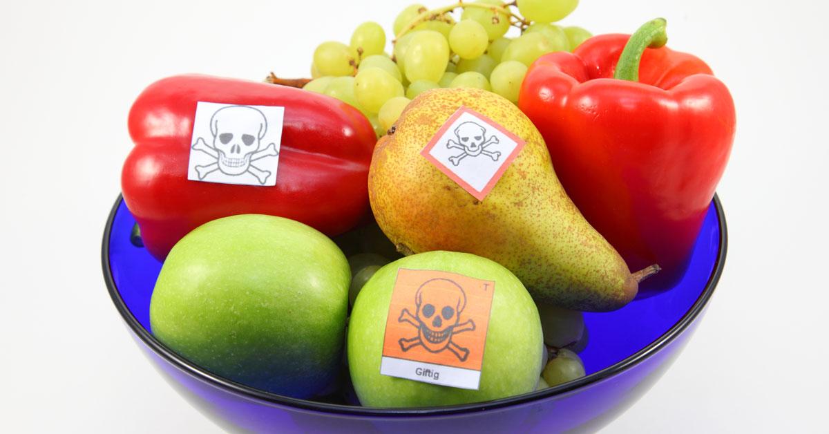 cocktail pesticidi in frutta e verdura